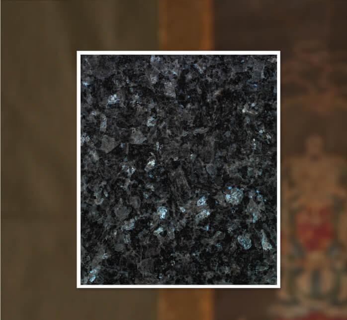 陽の当たる納骨墓「早稲田蓮香(れんか)」に使われる最高品質の御影石の写真